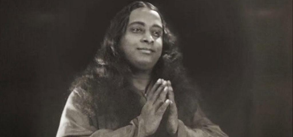 yogananda-rezando